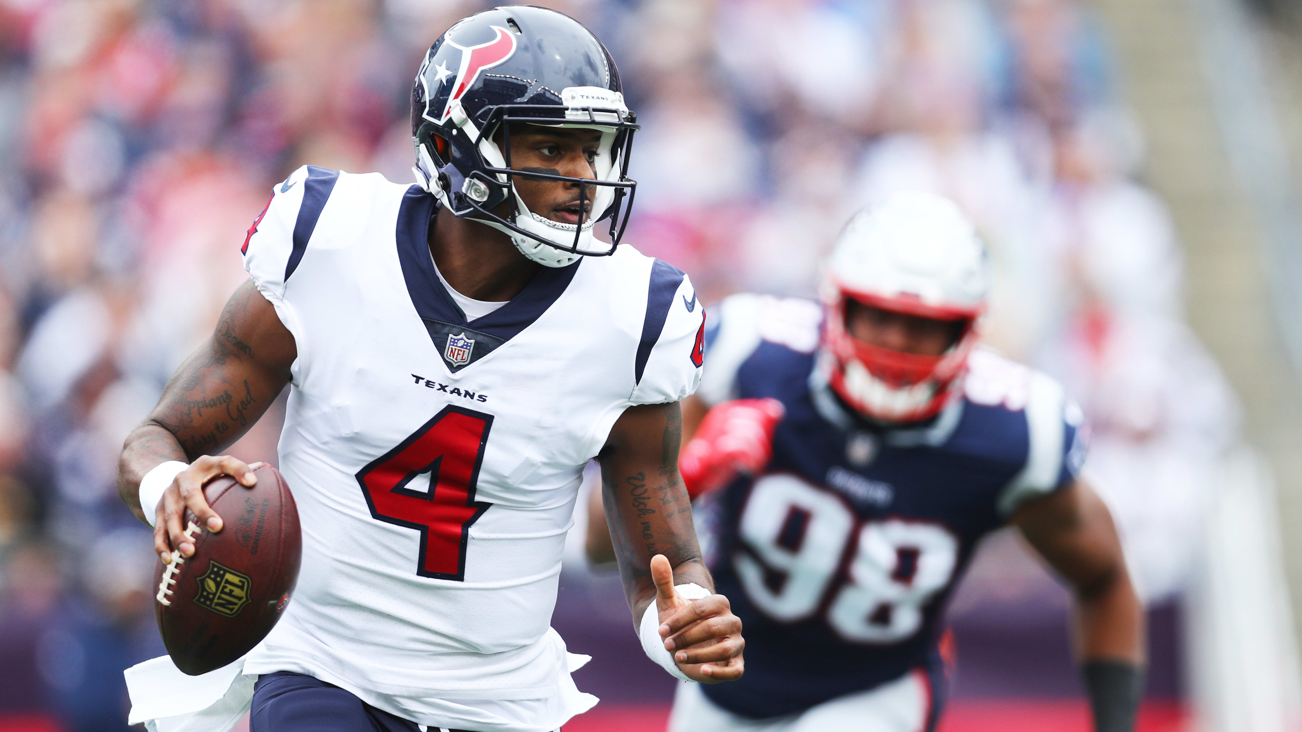 FOXBOROUGH, MA - SEPTEMBER 09: Deshaun Watson #4 of the Houston Texans runs with the ball against the New England Patriots at Gillette Stadium on September 9, 2018 in Foxborough, Massachusetts.(Photo by Maddie Meyer/Getty Images)