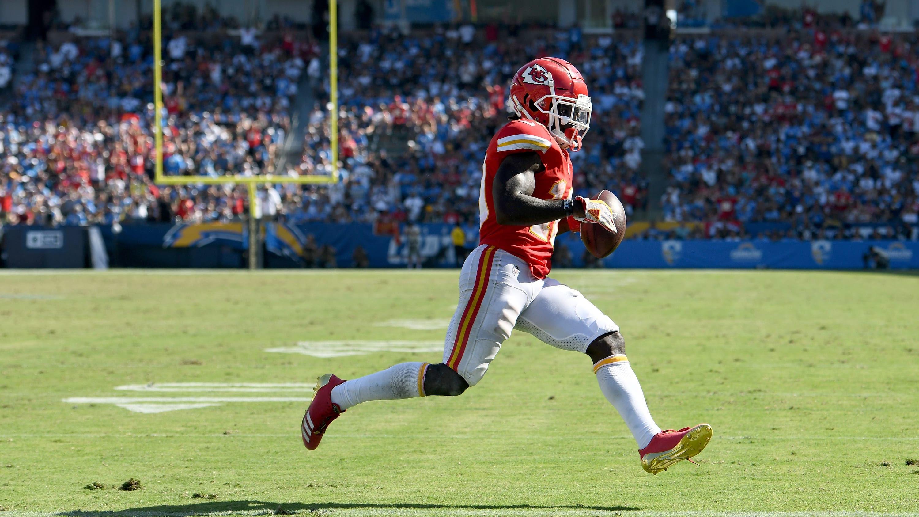 CARSON, CA - SEPTEMBER 09:  Tyreek Hill #10 of the Kansas City Chiefs scores a touchdown untouched, to take a 38-20 lead over the Los Angeles Chargers during the fourth quarter at StubHub Center on September 9, 2018 in Carson, California.  (Photo by Harry How/Getty Images)