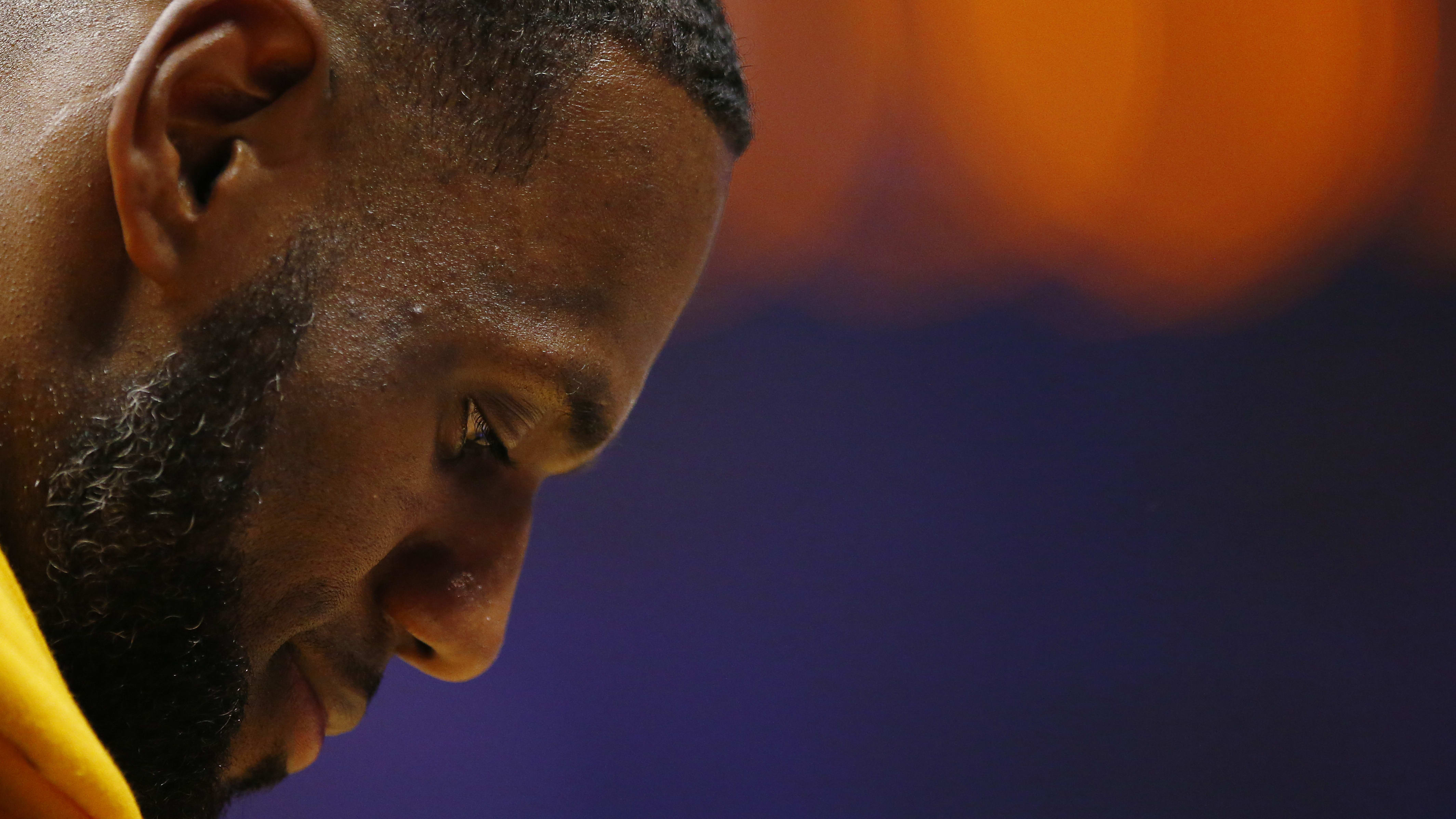 LOS ANGELES, CALIFORNIA - APRIL 05: LeBron James #23 of the Los Angeles Lakers looks on during a timeout in the first half of the game against the Los Angeles Clippers at Staples Center on April 05, 2019 in Los Angeles, California. NOTE TO USER: User expressly acknowledges and agrees that, by downloading and or using this photograph, User is consenting to the terms and conditions of the Getty Images License Agreement. (Photo by Yong Teck Lim/Getty Images)