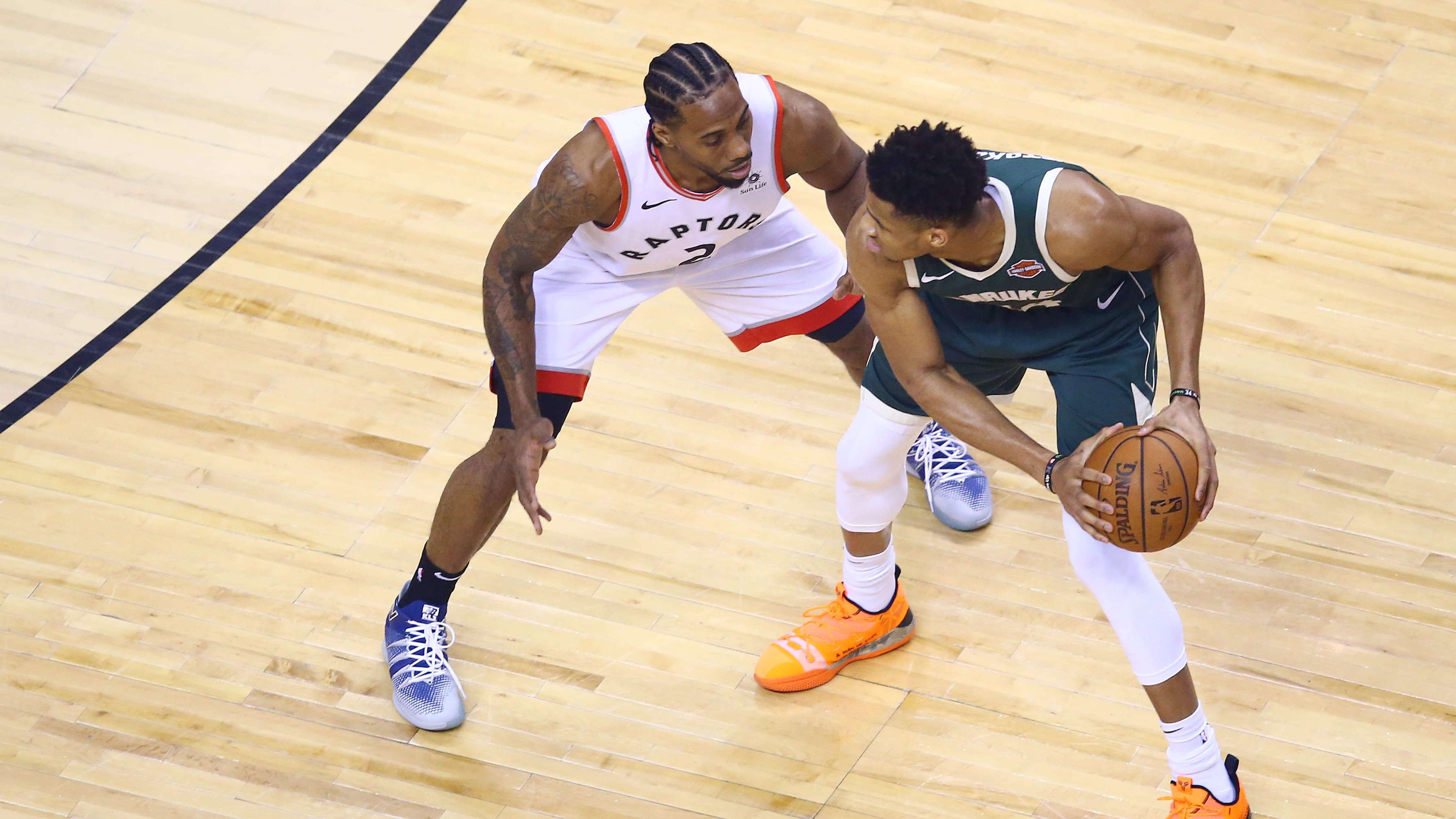 TORONTO, ONTARIO - MAY 19: Kawhi Leonard #2 of the Toronto Raptors defends Giannis Antetokounmpo #34 of the Milwaukee Bucks during the first half in game three of the NBA Eastern Conference Finals at Scotiabank Arena on May 19, 2019 in Toronto, Canada. NOTE TO USER: User expressly acknowledges and agrees that, by downloading and or using this photograph, User is consenting to the terms and conditions of the Getty Images License Agreement. (Photo by Vaughn Ridley/Getty Images)