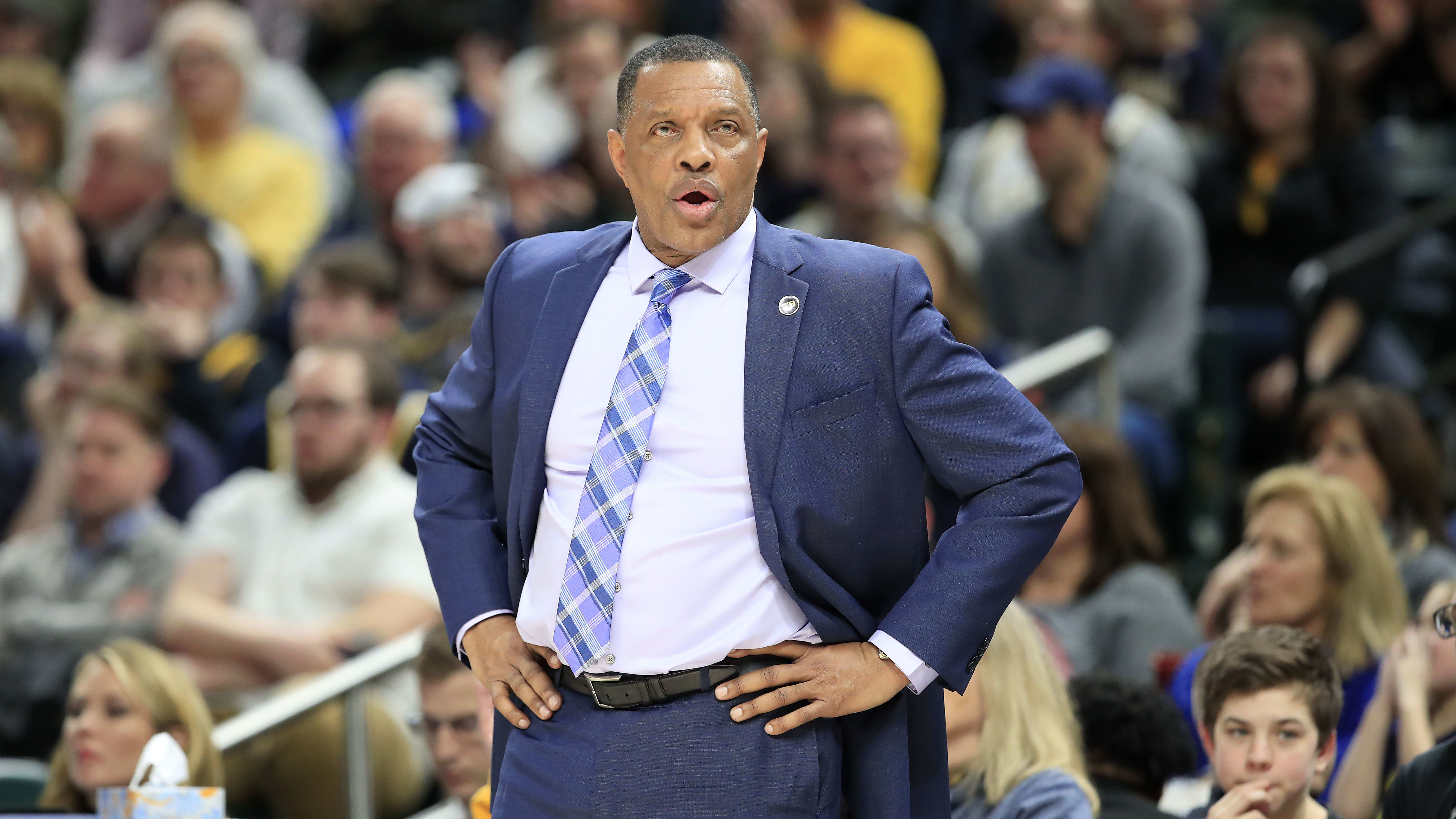 INDIANAPOLIS, INDIANA - FEBRUARY 22:   Alvin Gentry the head coach of the New Orleans Pelicans gives instructions to his team against the Indiana Pacers at Bankers Life Fieldhouse on February 22, 2019 in Indianapolis, Indiana. (Photo by Andy Lyons/Getty Images)