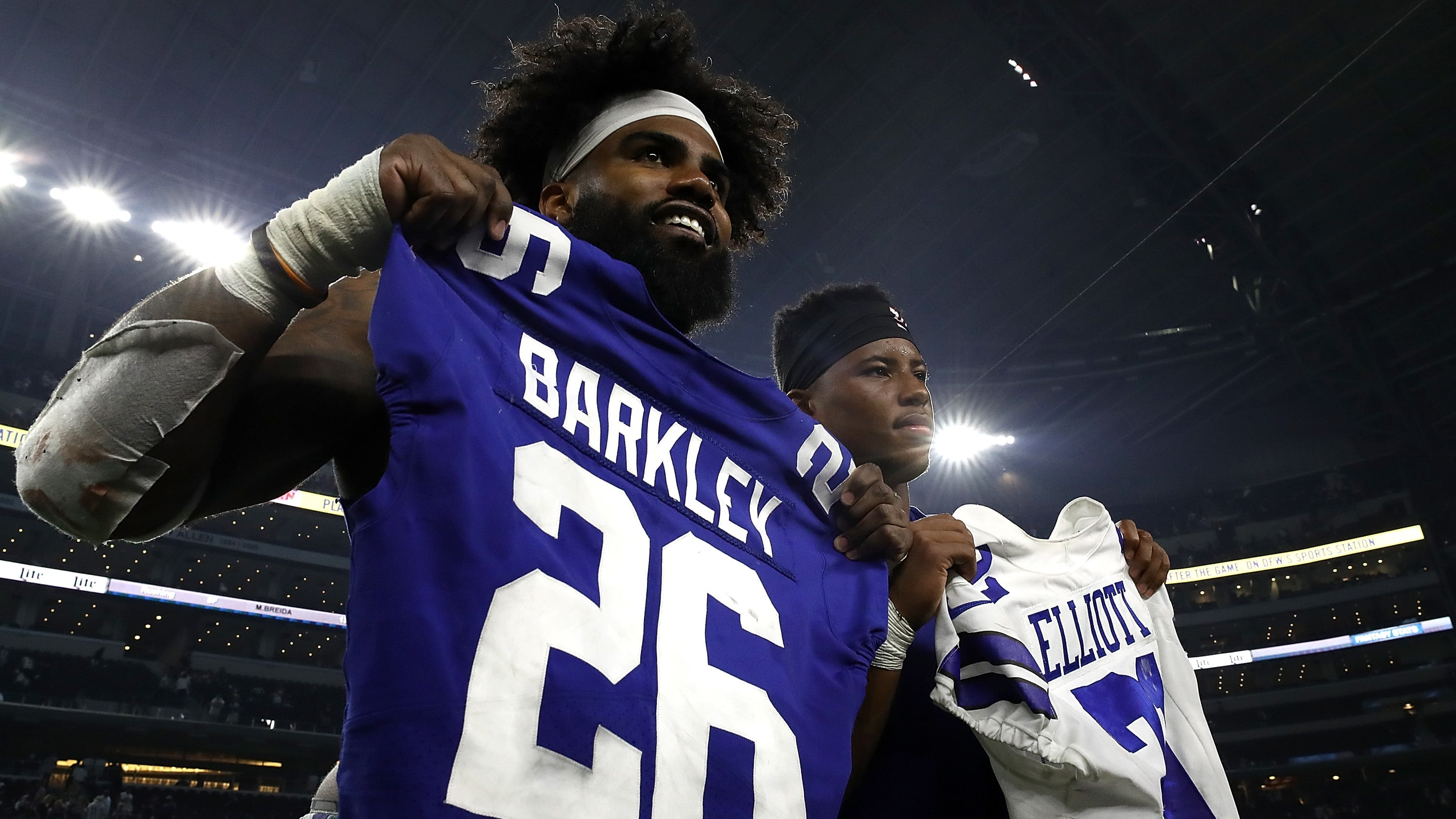 ARLINGTON, TX - SEPTEMBER 16:  (L-R) Ezekiel Elliott #21 of the Dallas Cowboys trades game jersey with Saquon Barkley #26 of the New York Giants at AT&T Stadium on September 16, 2018 in Arlington, Texas.  (Photo by Ronald Martinez/Getty Images)