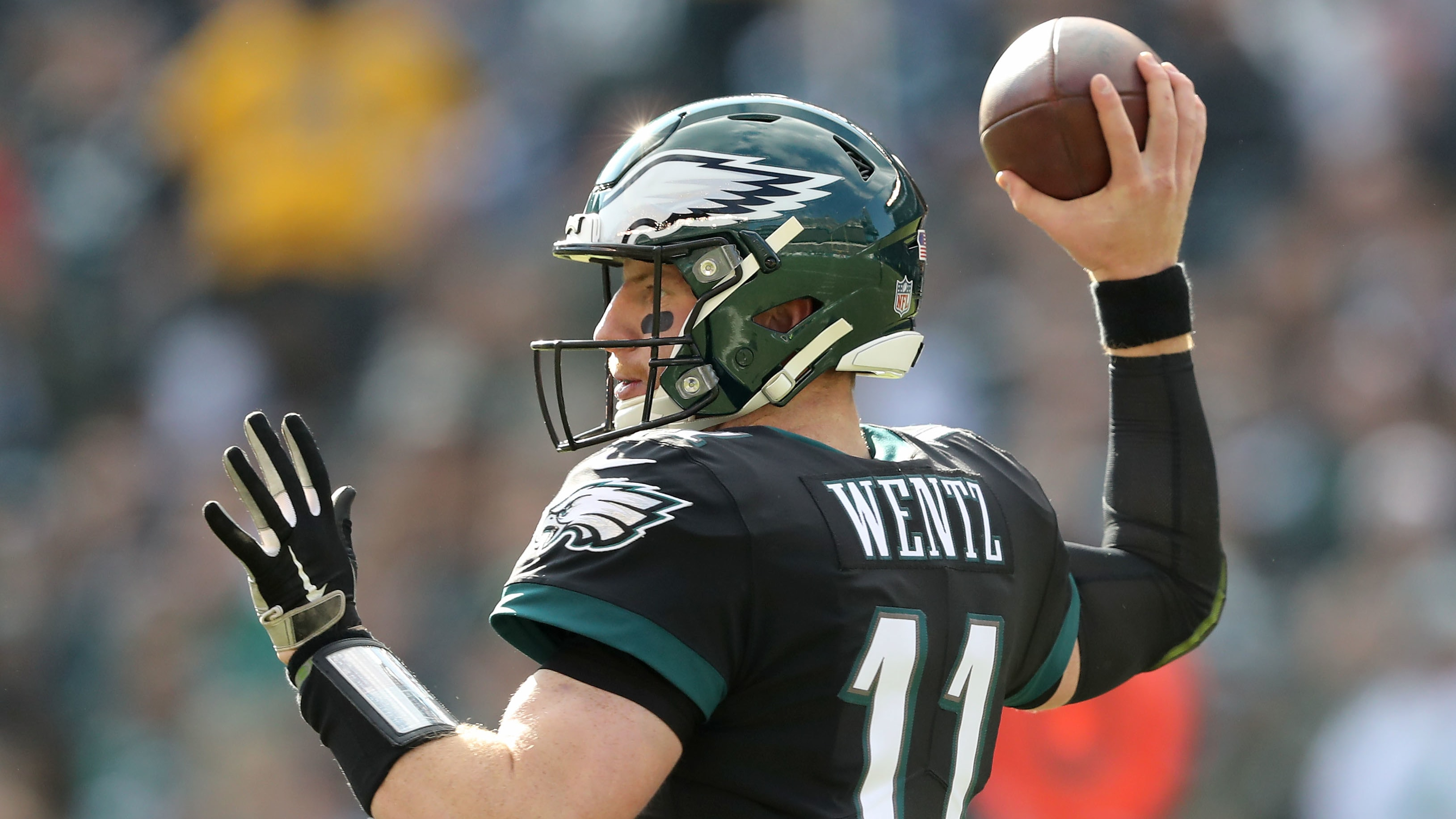PHILADELPHIA, PENNSYLVANIA - NOVEMBER 25:  Carson Wentz #11 of the Philadelphia Eagles passes in the first half against the New York Giants at Lincoln Financial Field on November 25, 2018 in Philadelphia, Pennsylvania. (Photo by Elsa/Getty Images)