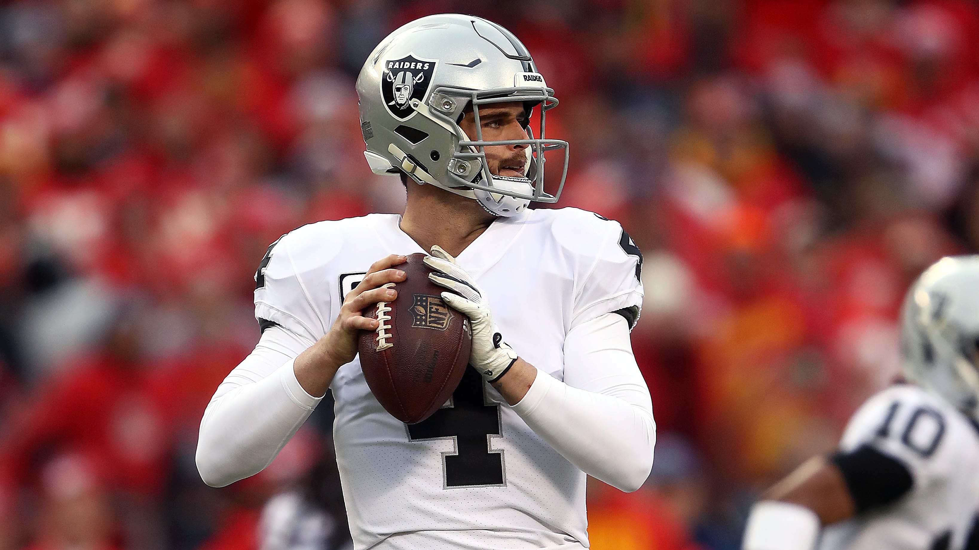 KANSAS CITY, MISSOURI - DECEMBER 30:  Quarterback Derek Carr #4 of the Oakland Raiders in action during the game against the Kansas City Chiefs at Arrowhead Stadium on December 30, 2018 in Kansas City, Missouri. (Photo by Jamie Squire/Getty Images)