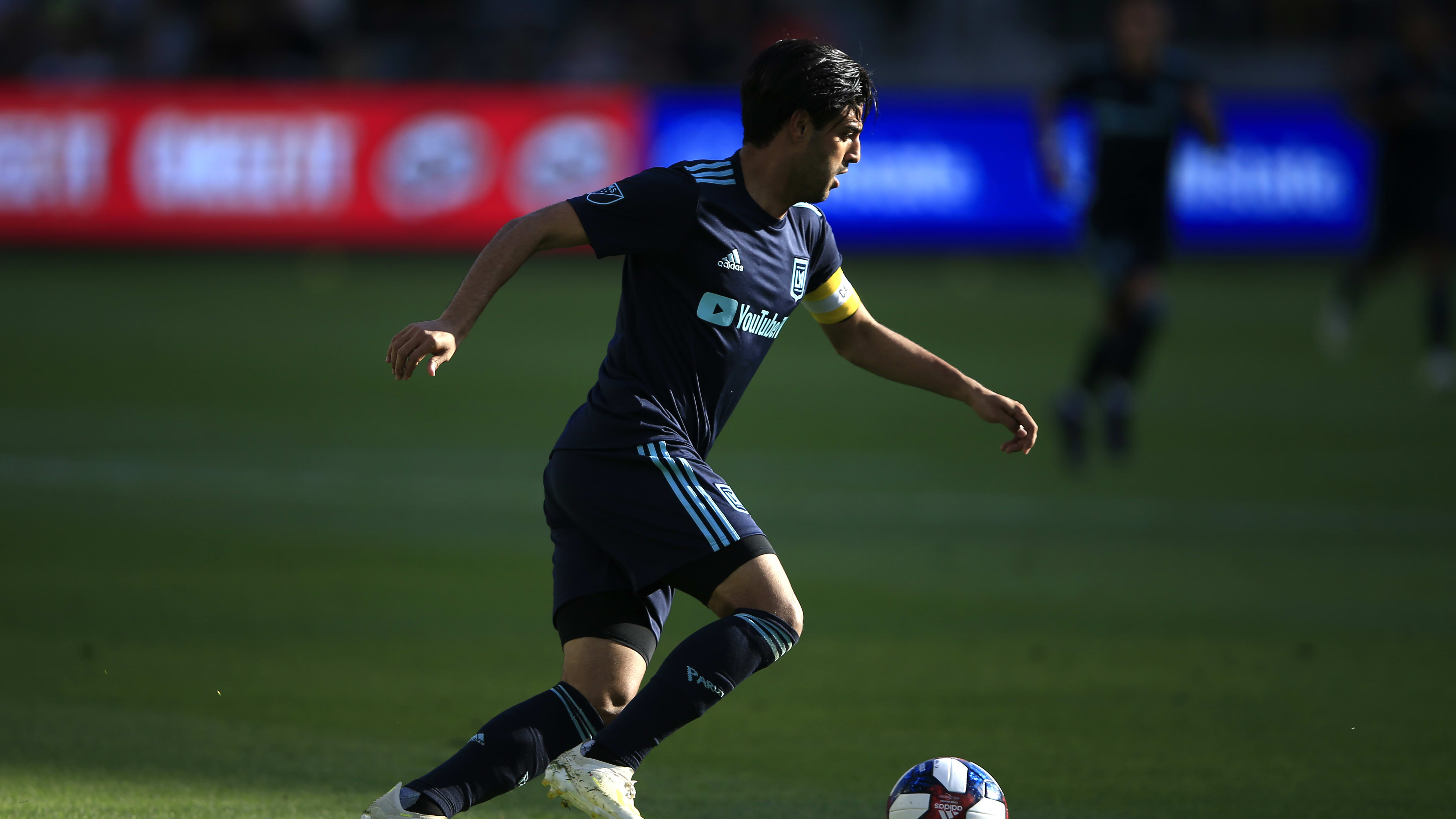 LOS ANGELES, CALIFORNIA - APRIL 21:  Carlos Vela #10 of Los Angeles FC dribbles the ball during the second half of a game against the Seattle Sounders at Banc of California Stadium on April 21, 2019 in Los Angeles, California. (Photo by Sean M. Haffey/Getty Images)